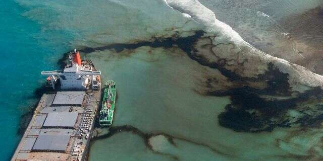 Mauritius oil disaster: Stricken Japanese ship splits apart, remaining fuel spreads into waters