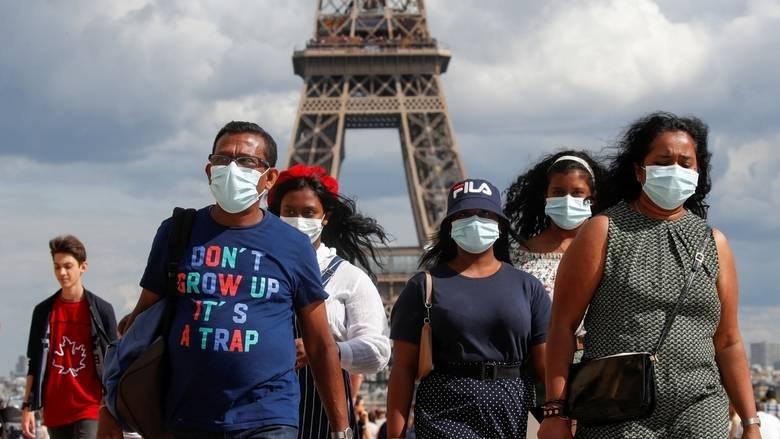 Countries tighten measures as global virus death toll crosses 700,000