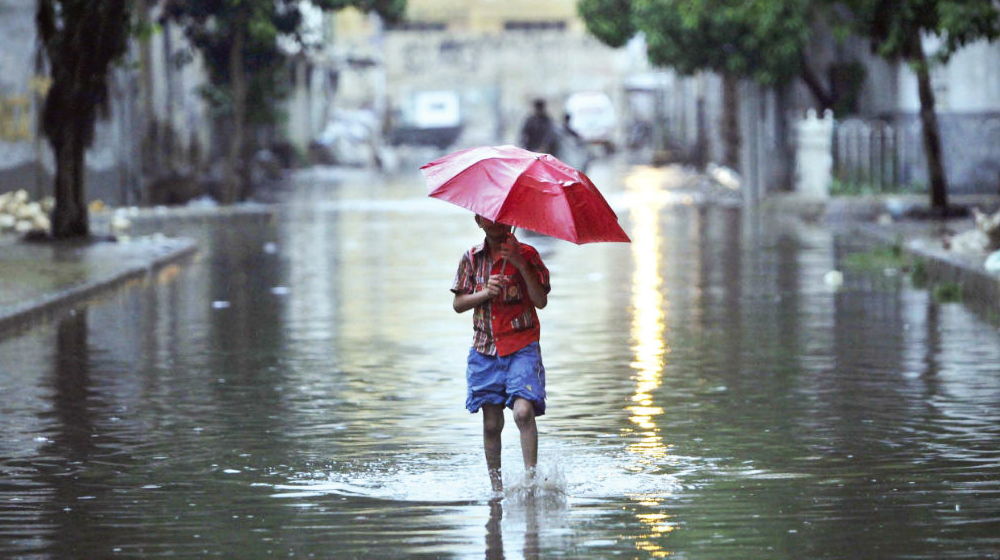 Heavy rain lashes Lahore, other parts of country