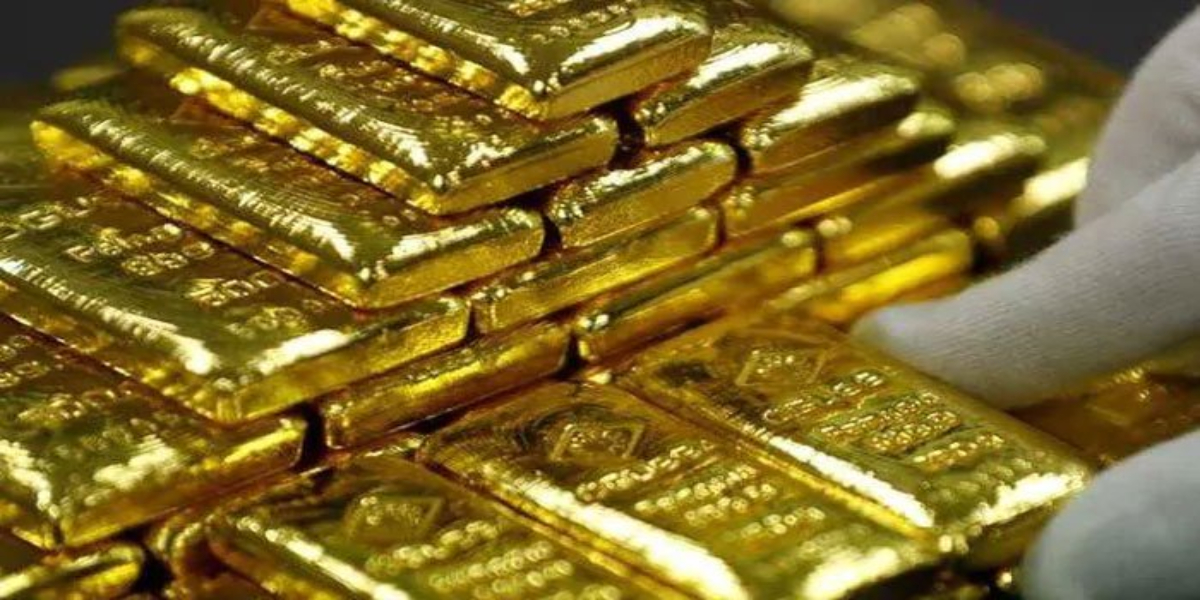 Gold price falls Rs 300 to Rs 113,000 per tola