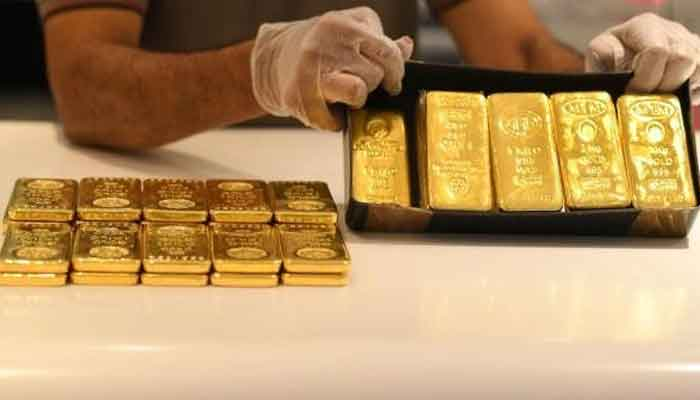 Gold price falls Rs200 to Rs111,800 per tola