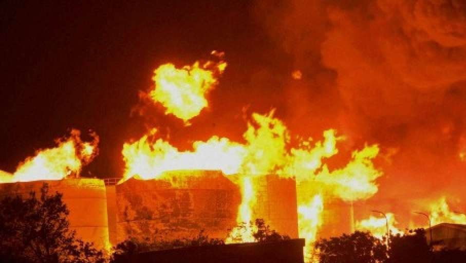 Man injured as fire engulfs factory in Karachi's SITE