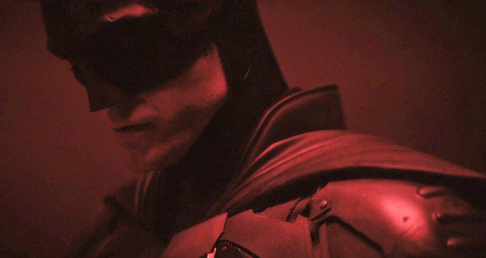 Robert Pattinson mesmerises fans as he returns to set of 'The Batman' for shooting