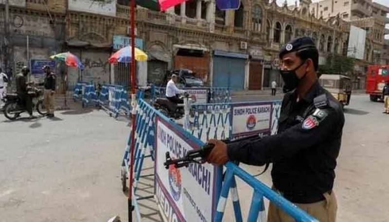 Second day of lockdown in Karachi sees businesses, markets closed