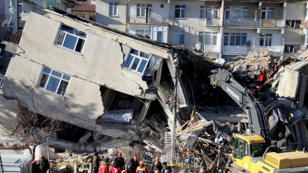 Turkey quake death toll rises to 100: disaster agency