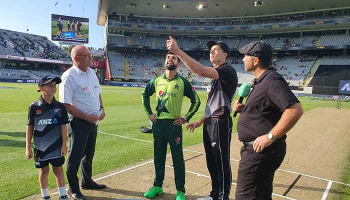 New Zealand beat Pakistan by five wickets in first T20I