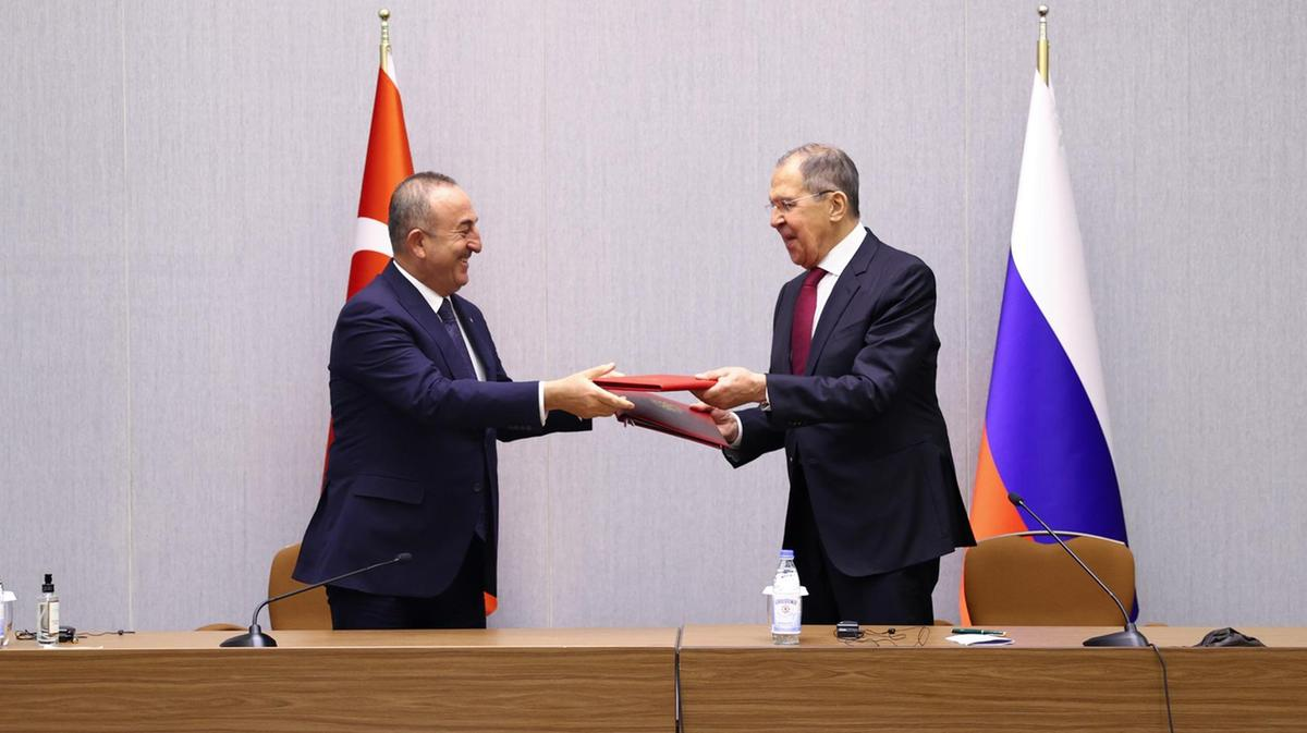 Russia, Turkey to develop military ties despite US sanctions
