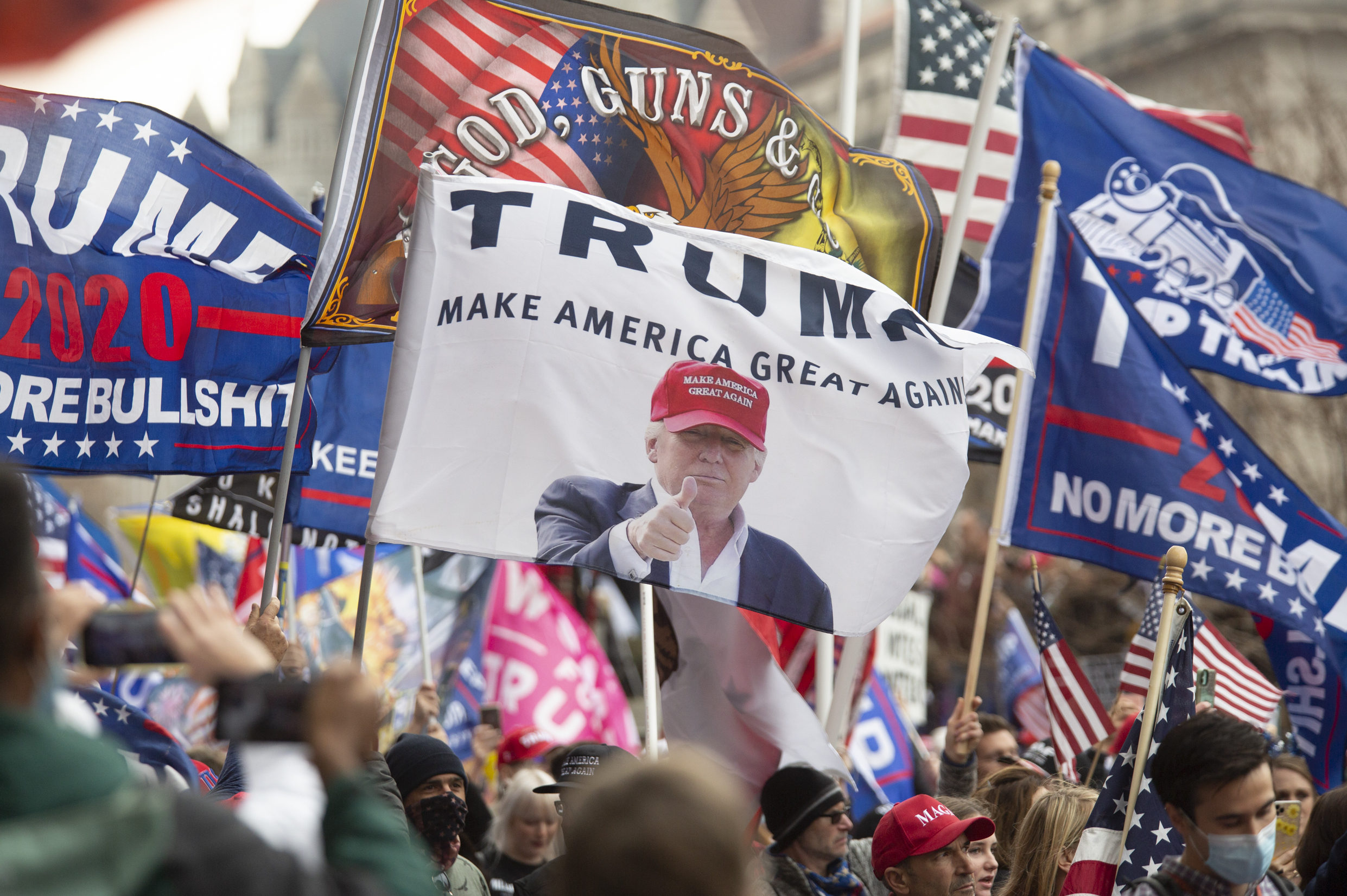 Thousands of Trump supporters again rally in Washington