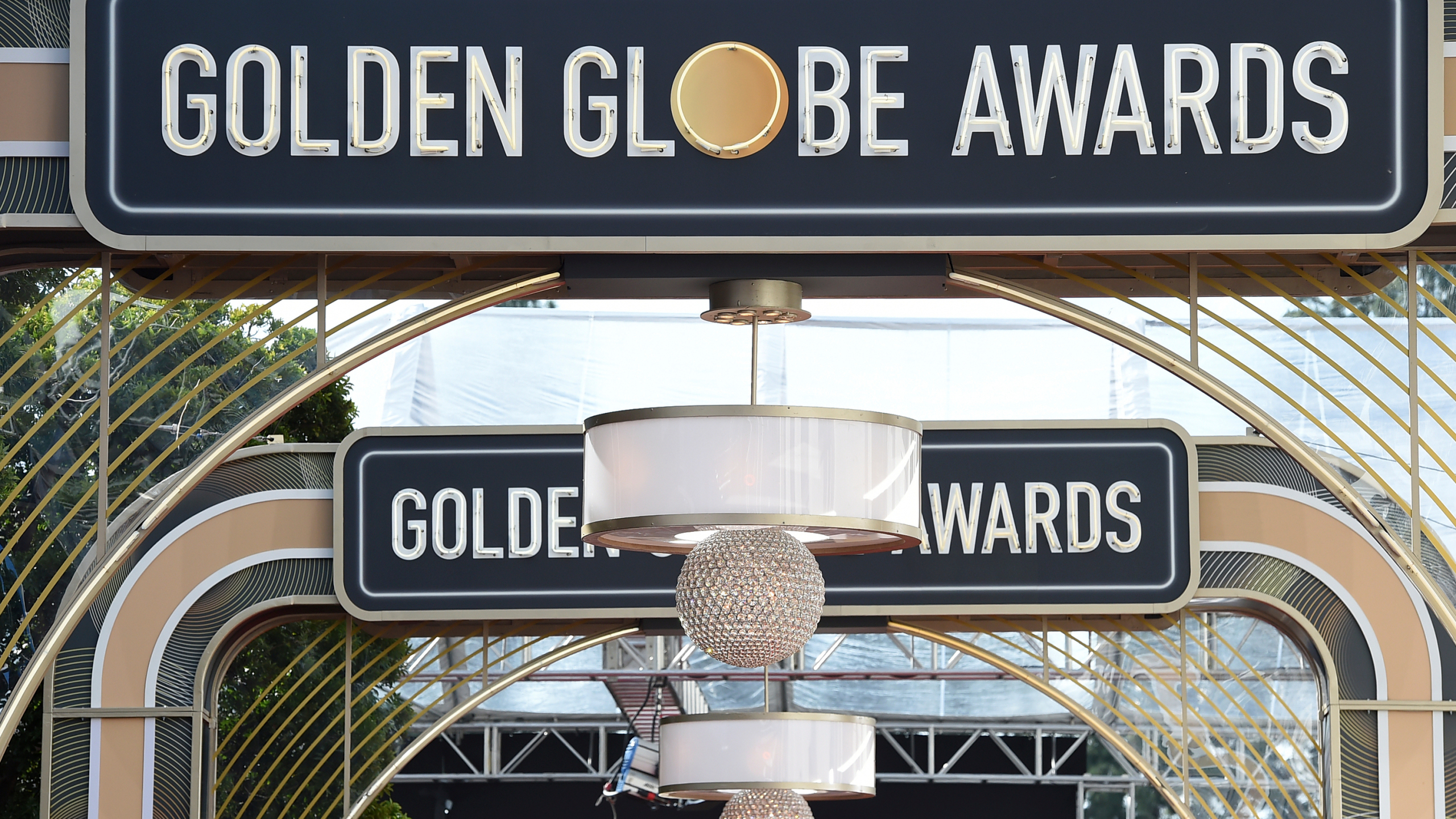 Golden Globes to be held bicoastally, with Fey in New York 1