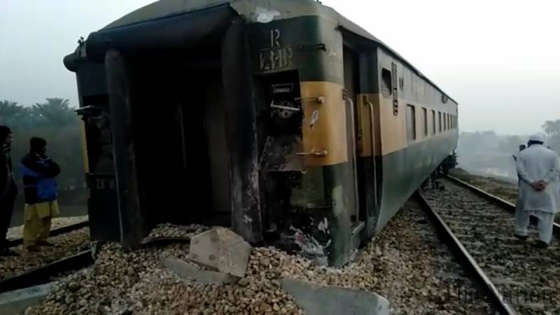 One killed, 40 injured as bogies of Karachi Express derail near Rohri