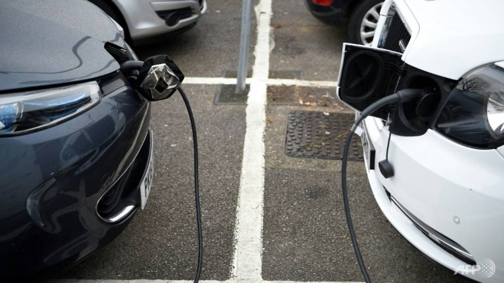 Electric vehicles cheaper than combustion by 2027: study