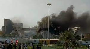 Protesters set several shops, vehicles ablaze in Bahria Town Karachi