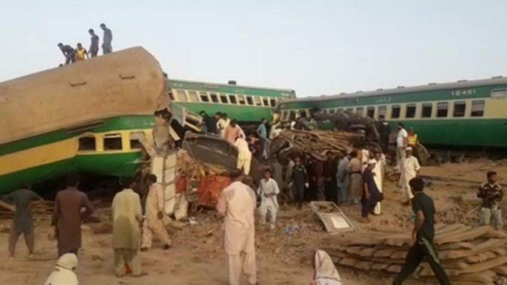 Death toll in train accident near Ghotki jumps to 62