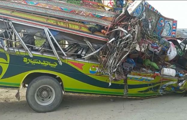 27 killed, over 30 injured in bus, trailer collision in DG Khan