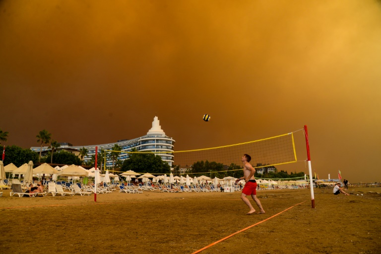 Deadly wildfires deal new blow to Turkish tourism
